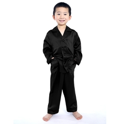 Junge Seide Pyjamas