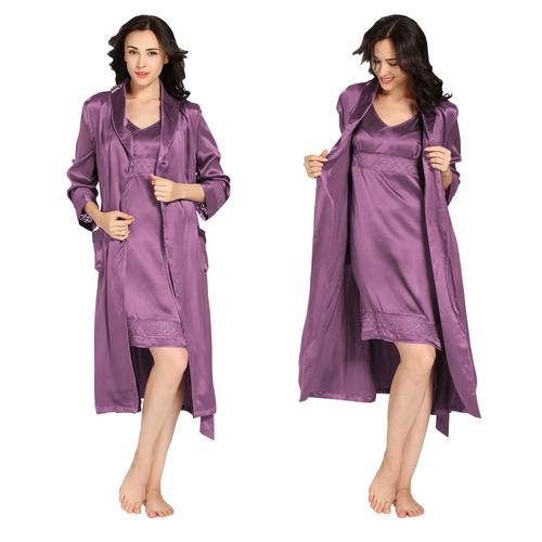 ensemble robe de chambre et chemise en soie classique. Black Bedroom Furniture Sets. Home Design Ideas