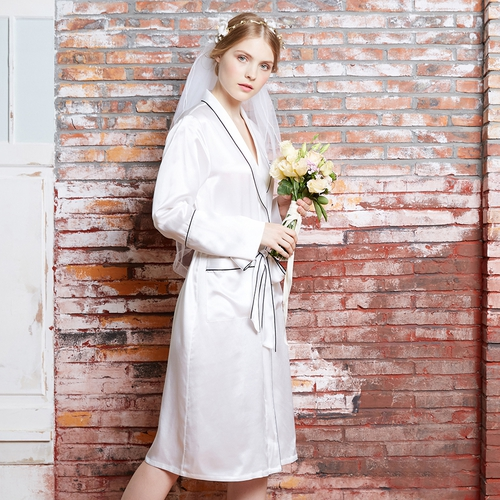 Vestaglia in seta con bordini bianchi 22 momme