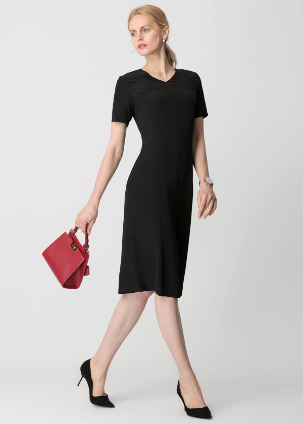 black-get-attention-in-alluring-18mm-silk-dress-01.jpg
