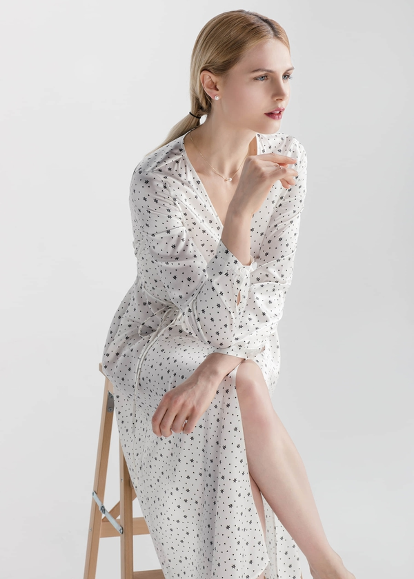 black-star-print-romantic-22mm-silk-wrap-dress-01.jpg